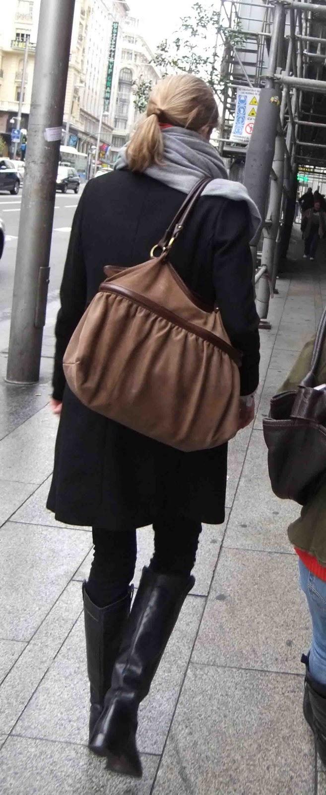 purse shoulder
